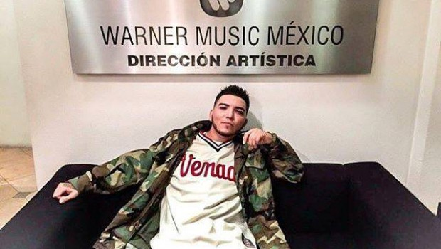 Smooky sigue los pasos de Mc Davo directo a Warner Music